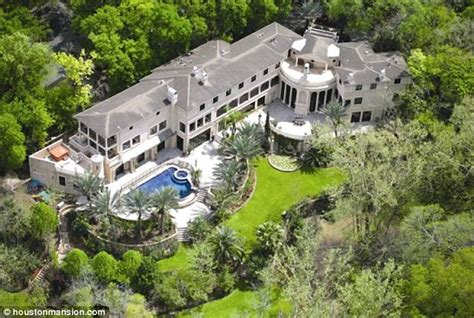 beyonce house beyonce to splash out 5 9 million on palatial houston