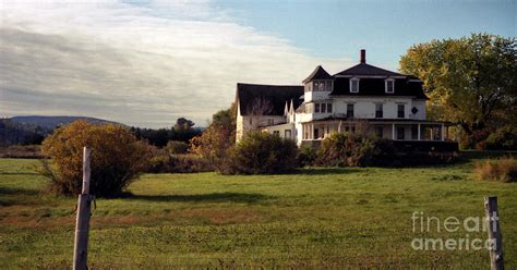 vermont farmhouse vermont farmhouse photograph by richard rizzo