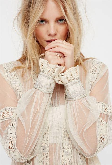 Renda Wanita Up Two new romantics blouse free f e m m e
