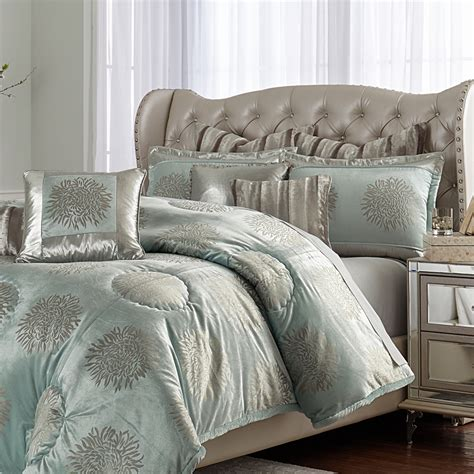 michael amini regent bedding  king  queen sizes michael amini bedding