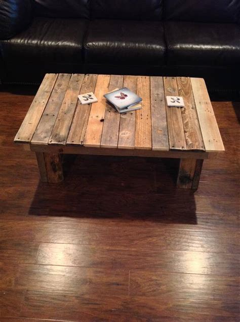 DIY Simple Wood Pallet Coffee Table   101 Pallets Wooden Simple Sofa Chair