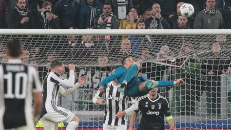 ronaldo juventus applause ronaldo s chions league bicycle kick goal for real madrid earns applause from juventus fans