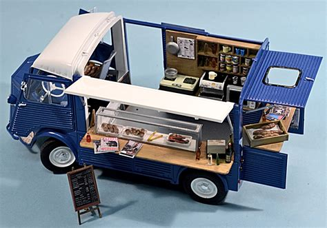 mobile h scale model news coffee and croissants with the ebbro