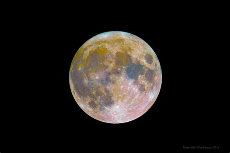 colors of the moon what is the true color of the moon strange sounds
