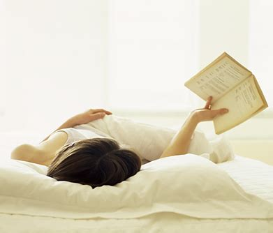 reading in bed divas and dorks are your gadgets keeping you up 4 tips