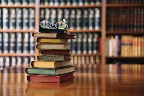 gratis libro e naufragios los nueva biblioteca de erudicion y critica para descargar ahora estante de libros fotos y vectores gratis