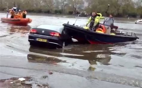 thames river boat rescue video how not to rescue a car from the river thames the