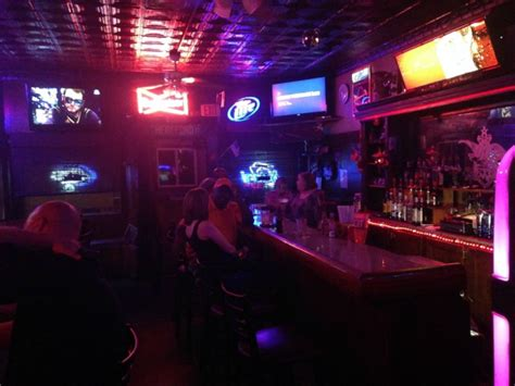 top bars in st louis the real drinker s guide to st louis best dive bars