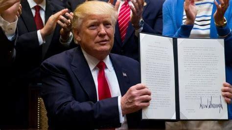 detiknews donald trump trump teken perintah eksekutif izinkan pengeboran minyak