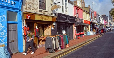 small apparel shop small caign aims to boost independent traders on small business saturday
