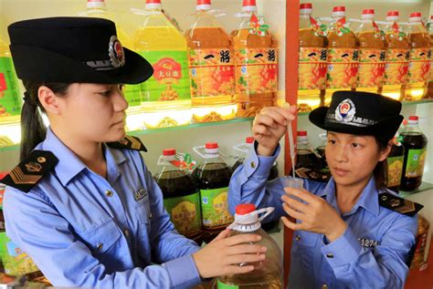 Law Enforcers Test Edible Oil At A Store In A Wholesale