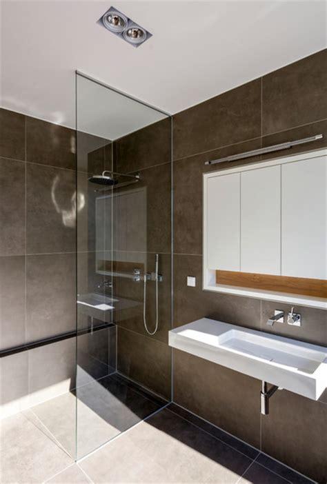 bodengleiche dusche größe dusche mit raumhoher glasabtrennung modern badezimmer