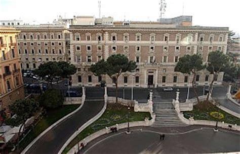 ministero degli interni roma la sicurezza traballa per i tagli dei costi ma gli
