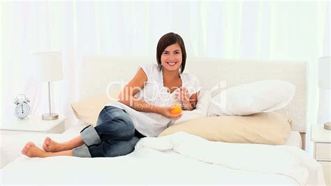Frau Im Bett Royalty Free And Stock Footage