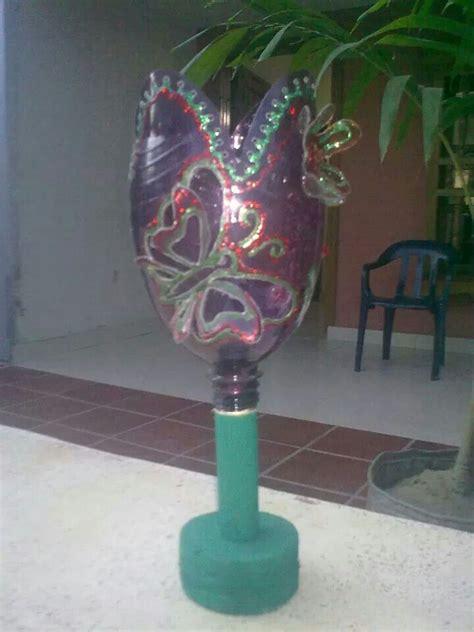 candelabros en botellas plasticas farol con pico de botella palos de escobas y trozo de