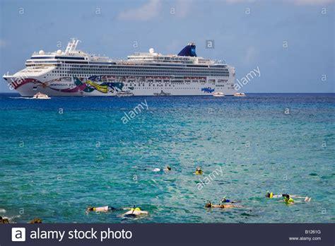 cayman island cruise cruise ship anchored georgetown grand cayman cayman