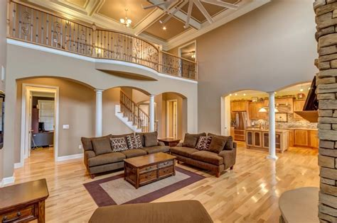 traditional living room  box ceiling ceiling fan