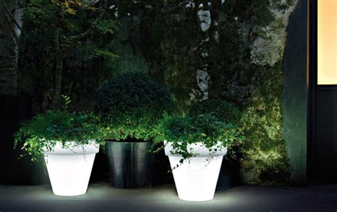 Illuminated Garden Planters by Serralunga Vas Illuminated Planter Surrounding