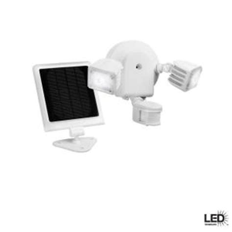 defiant 500 lumen outdoor white solar motion led