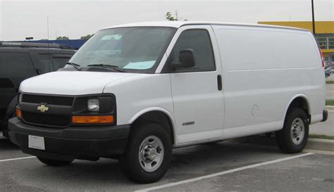 2002 chevy express van gmc savana 1500 2500 3500 factory file chevrolet express van jpg wikipedia