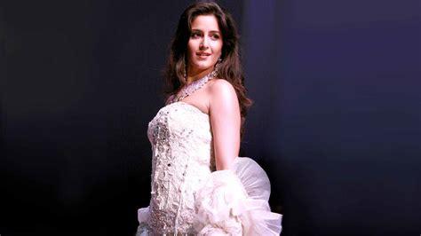 katrina kaif celebrity dress up games katrina kaif white dress in fashion show image