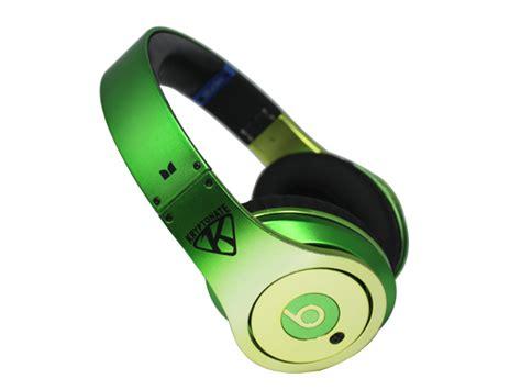 beats hd artist series futura headphones on