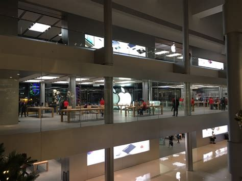 Apple Store Decor by Apple Stops Returns Exchanges For Retail Purchases In