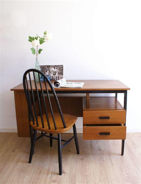 pastoe stoel jaren 50 houten vintage bureau met retro jaren 50 60 stoel