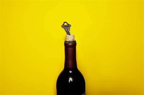 Alat Untuk Buka Botol Trik Membuka Botol Wine Tanpa Alat Khusus Okezone Lifestyle