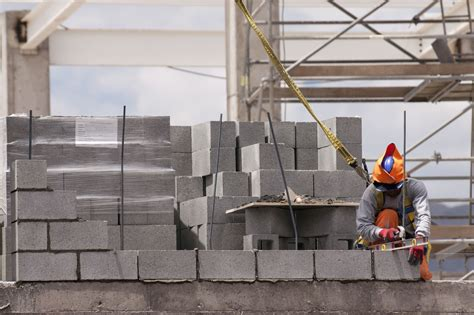 building a concrete block house learn how to build a concrete block wall