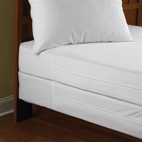 bed bug mattress the bed bug impenetrable mattress encasements hammacher
