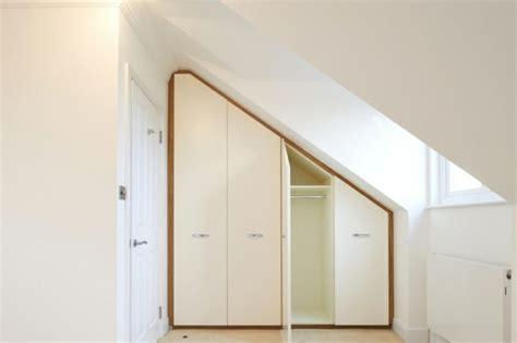 ideen kleiderschrank dachschräge begehbarer kleiderschrank unter dachschr 228 ge ideen und