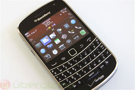Let Blackberry Tell You Wheres With The Celebritys B List by Blackberry Bold 9900 Review Ubergizmo