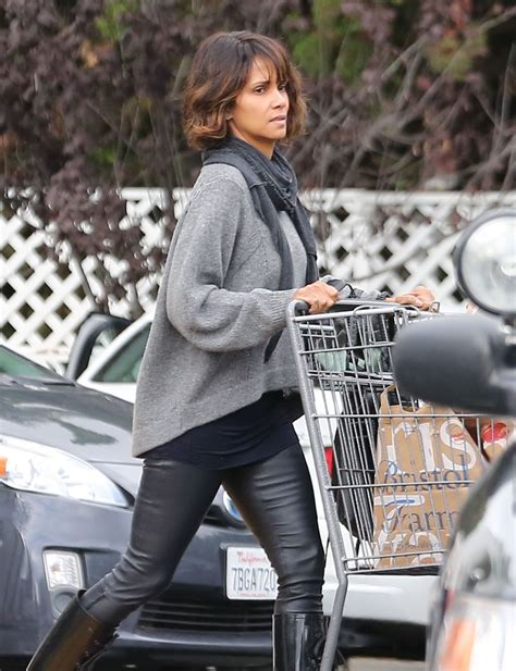 Style Halle Berry by Halle Berry Style Stocks Up On Groceries At