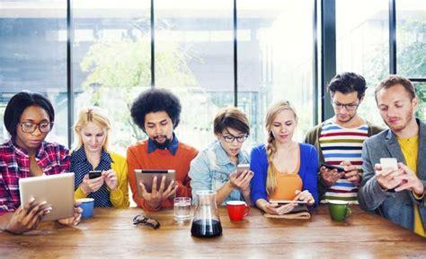 imagenes de personas usando redes sociales 23 tips para manejar las redes sociales como un profesional