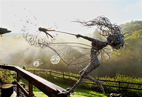spectacular sculptures made of wire by robin wight