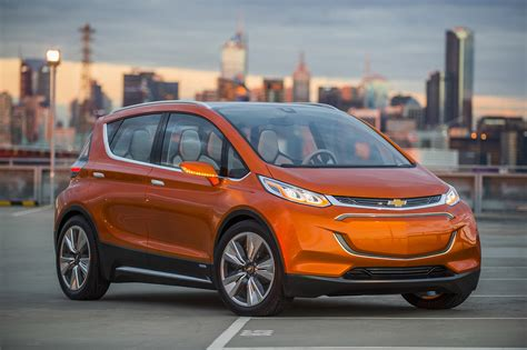 electric cars 2017 breaking 2017 chevrolet bolt 200 mile electric car to