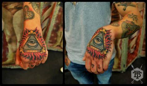 tattoo old school occhio tatuaż dłoń oko b 243 g tr 243 jkąt przez blessed tattoo