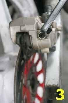 Minyak Rem Cakram cara mengganti minyak rem cakram sepeda motor kesayangan