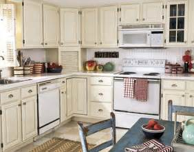 Decorating Ideas For Kitchens With White Cabinets by 20 Best Small Kitchen Decorating Ideas On A Budget 2016
