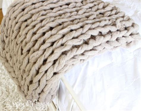 arm knitting rug how to arm knit a blanket in 45 minutes www simplymaggie crafty blankets