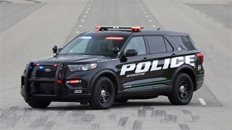 Ford In Hybrid 2020 by We Drove Two Laps In The New 2020 Ford Explorer Hybrid Cop