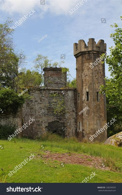 smallest castle ruins of a small medieval castle in ireland stock photo