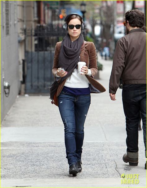 olivia wilde coffee run with paco 04 view image olivia wilde coffee music in nyc photo 2848780