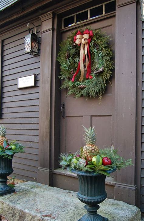 front door decor ideas 38 stunning christmas front door d 233 cor ideas digsdigs