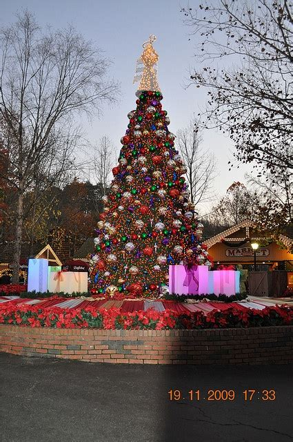 dollywood christmas tree pigeon forge tn http www