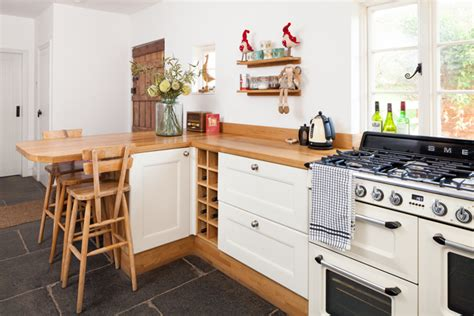 small kitchen design tips  solid wood kitchens solid