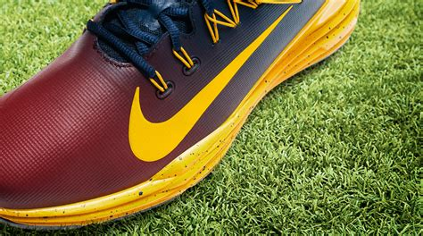 nike swing tips jason day will wear cleveland cavaliers themed nikes at