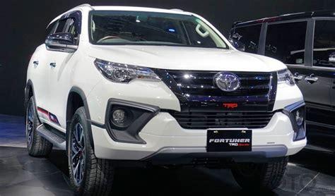 Lu Depan Mobil Fortuner Toyota Fortuner Dan Til Dengan Wajah Baru Di Ajang