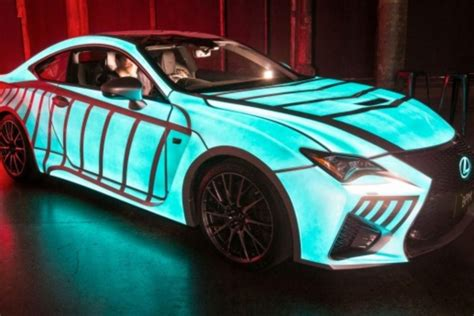 car paint this lexus car s paint flashes in sync with driver s